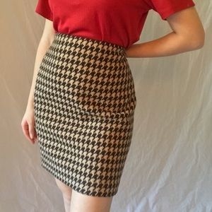 new with tags tan and black houndstooth skirt